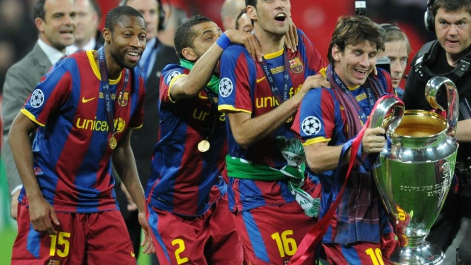 \'Barcelona\'s Argentinian forward Lionel Messi (R) and teammates celebrate with the trophy at the end of the UEFA Champions League final football match FC Barcelona vs. Manchester United, on May 28,