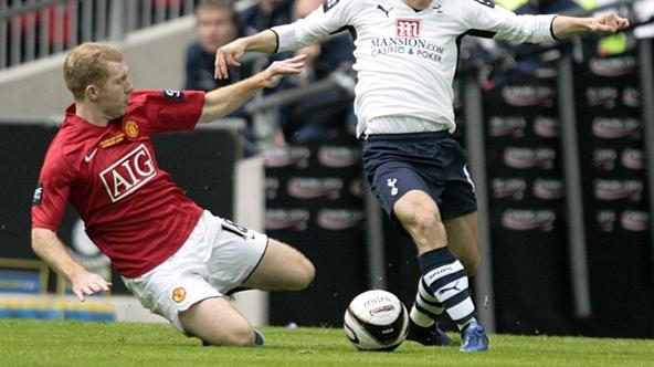 'Soccer - Carling Cup - Final - Manchester United v Tottenham Hotspur - Wembley Stadium Manchester United\'s Paul Scholes (left) and Tottenham Hotspur\'s Luka Modric (right) battle for the ball'