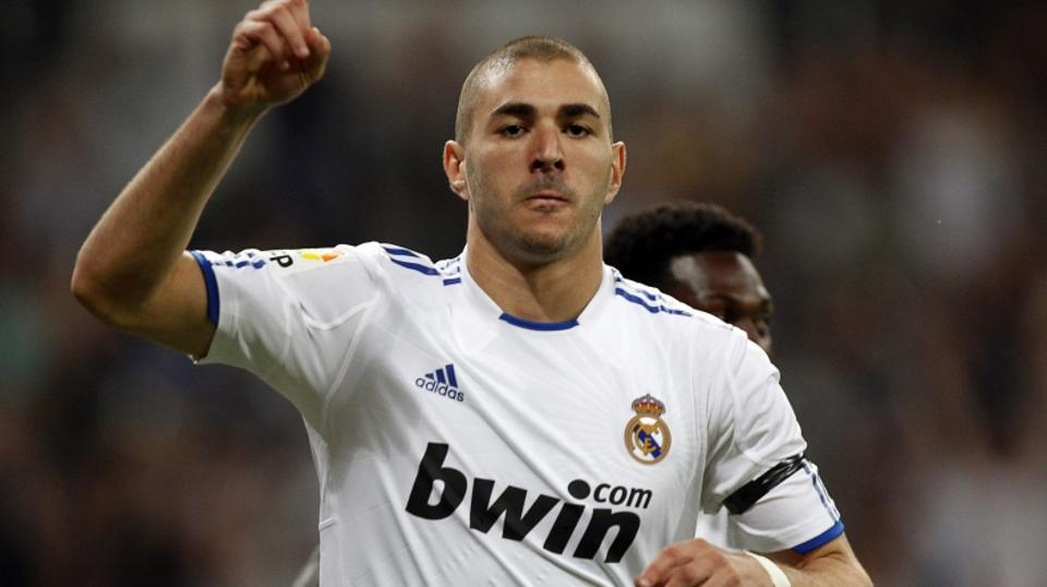 \'Real Madrid\'s Karim Benzema celebrates after scoring a goal against Getafe during their Spanish first division soccer match at Santiago Bernabeu stadium in Madrid May 10, 2011.  REUTERS/Sergio Pere