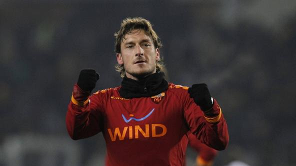 'AS Roma\'s Francesco Totti celebrates after scoring against Juventus during their Italian Serie A soccer match at the Olympic stadium in Turin January 23, 2010. REUTERS/Alessandro Garofalo (ITALY - T