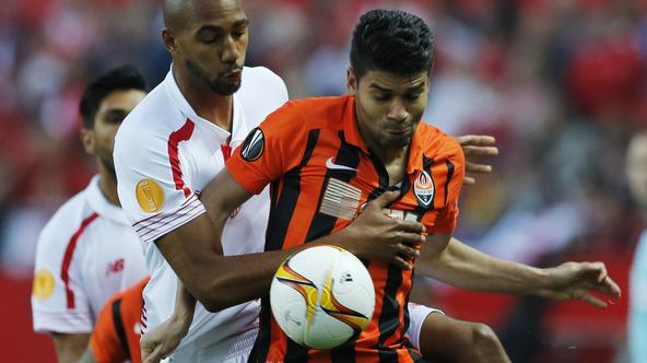 Sevilla v Shakhtar Donetsk - UEFA Europa League Semi Final Second Leg Football Soccer - Sevilla v Shakhtar Donetsk - UEFA Europa League Semi Final Second Leg - Estadio Sanchez Pizjuan, Sevilla, Spain - 5/5/16 Sevilla's Steven N'Zonzi in action with Shakht