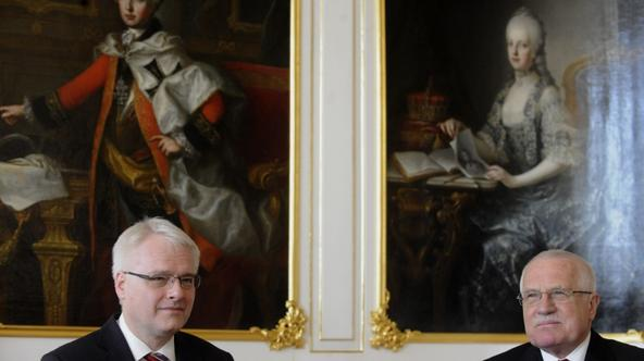 'Czech President Vaclav Klaus (R)  and his Croatian counterpart Ivo Josipovic pose on March 8, 2011 during a welcoming ceremony at Prague Castle in the Czech capital. Josipovic is on a two-day officia
