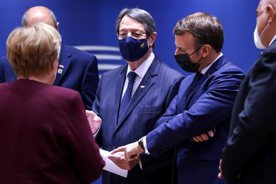 EU leaders summit roundtable in Brussels
