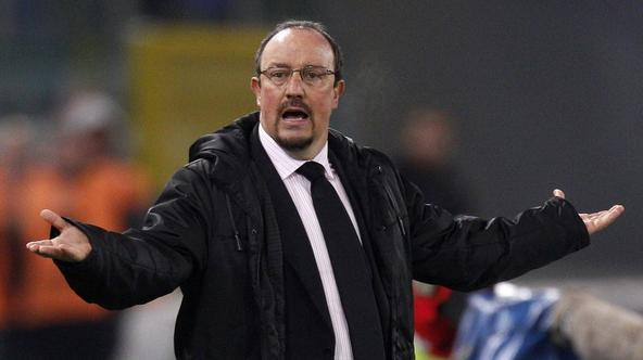 'Inter Milan's coach Rafa Benitez gestures during the Italian Serie A soccer match against SS Lazio at the Olympic stadium in Rome December 3, 2010.   REUTERS/Max Rossi   (ITALY - Tags: SPORT SOCCER