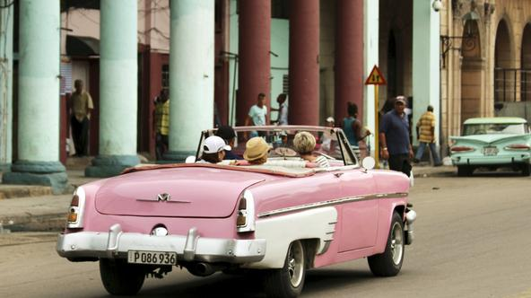 Tourists are chauffeured in a vintage American car through Central Park neighborhood in Havana, Cuba January 17, 2016.   REUTERS/Chris Arsenault