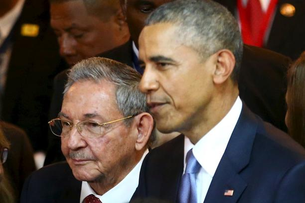 Cuba's President Raul Castro (L) stands with his U.S. counterpart Barack Obama before the inauguration of the VII Summit of the Americas in Panama City April 10, 2015.  REUTERS/Peru Presidency/Handout via Reuters   ATTENTION EDITORS - THIS PICTURE WAS PRO