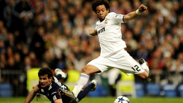 \'Real Madrid\'s Brazilian defender Marcelo (R) vies with Olympique Lyonnais\' Croatian defender Dejan Lovren (R) during their Champions League match at the Santiago Bernabeu Stadiun in Madrid on Marc