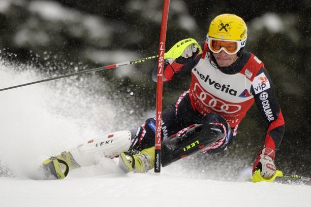 'Croatia\'s Ivica Kostelic clears a gate during the men\'s slalom race at the FIS Alpine Skiing World Cup on January 8, 2012 in Adelboden.  AFP PHOTO / FABRICE COFFRINI'
