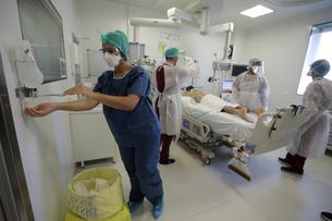 FILE PHOTO: Hospitalisations of COVID-19 patients rise in Marseille