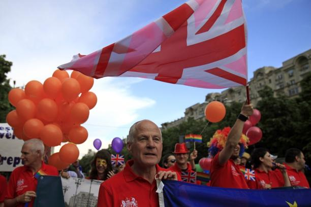 'Michael Cashman, the British Labour Member of European Parliament (MEP) for the West Midlands, participates in the GayFest 2010 parade in Bucharest, May 22, 2010.    REUTERS/Radu Sigheti  (ROMANIA -