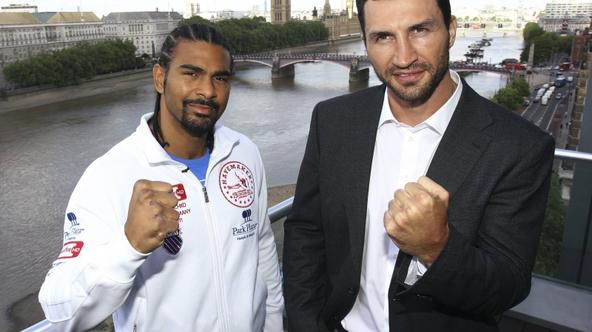 \'Heavyweight boxers, IBF and WBO titleholder Vladimir Klitschko of Ukraine (R), and WBA champion David Haye of Britain pose for a photograph in London May 10, 2011. Klitschko and Haye will meet in a