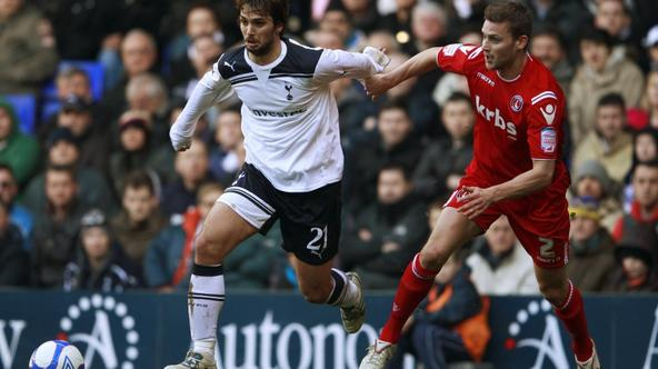 'Tottenham Hotspur's Niko Kranjcar (L) challenges Charlton Athletic's Matt Fry during their FA Cup soccer match at White Hart Lane in London January 9, 2011.    REUTERS/Eddie Keogh (BRITAIN - Tags: