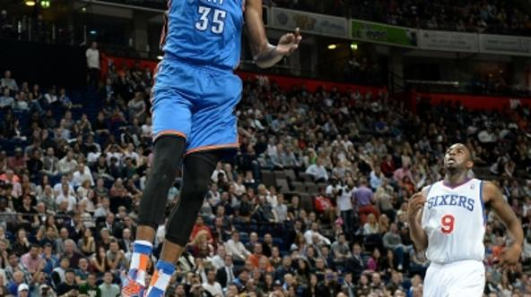 'Oklahoma City Thunder\'s Kevin Durant dunks the ball against the Philadelphia 76ers, during the NBA Global Games at the Phones4 u Arena, Manchester.Photo: Press Association/PIXSELL'